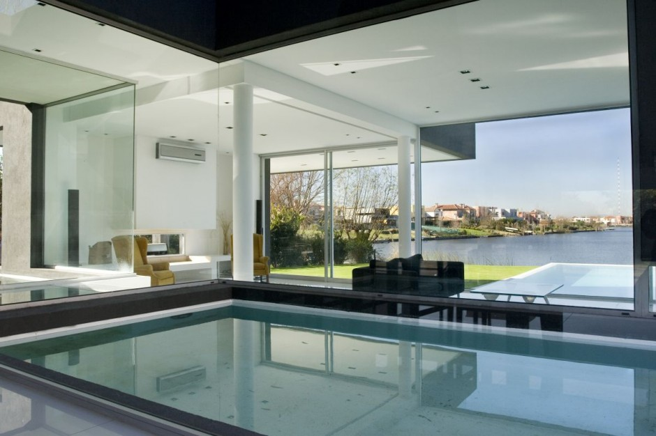 Beautiful-and-Modern-Black-House-Luxury-Swimming-Pool-Picture