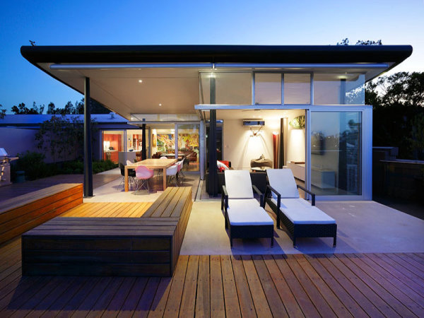 Smart Use Of An L Shaped Home Extension With Sliding Glass Doors. Perfect  For A Romantic Drink And A View Of The Sunset.