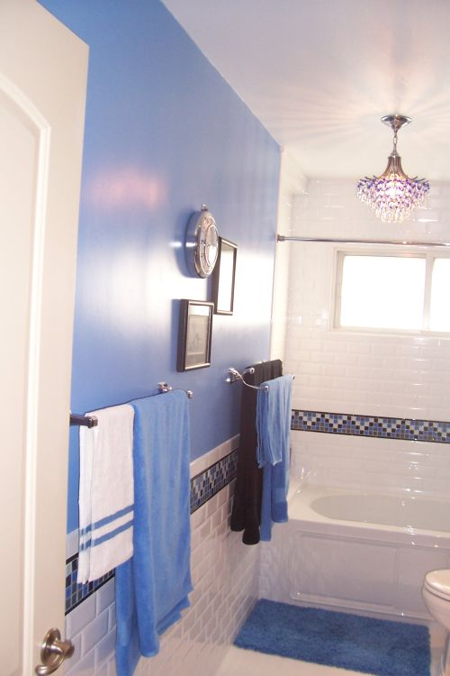 blue pattern border bathroom
