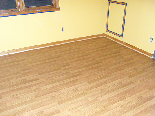Laminate flooring lay laminate flooring for Laying flooring